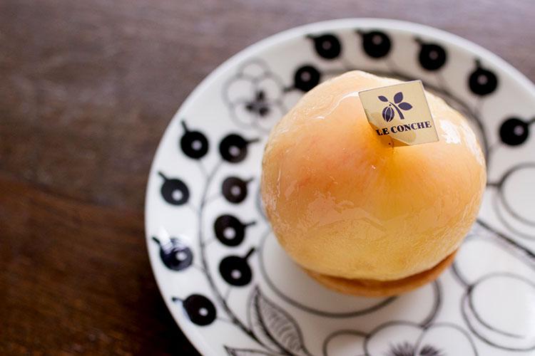 まるごと桃のタルト
