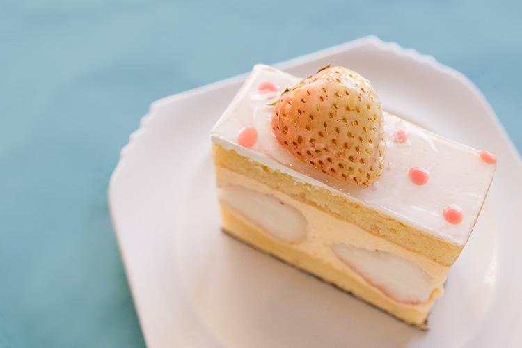 白イチゴのケーキ